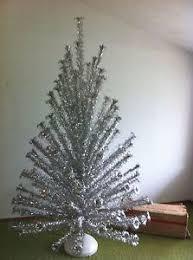 aluminum christmas tree 8 vintage evergleam aluminum christmas tree revolving