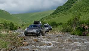 pajero land rover land rover eyeing more car like vehicles possible new discovery model