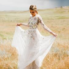 sleeved wedding dresses 13 real brides in sleeved wedding dresses brides