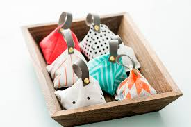 how to make diy lavender sachets to instantly upgrade your
