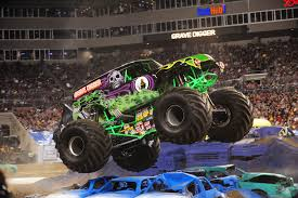 monster trucks grave digger crashes monster jam u0027 truck show stomping into allentown lehighvalleylive com