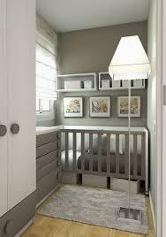 babyzimmer grau wei babyzimmer gestalten mit offenen regalen ordnung und