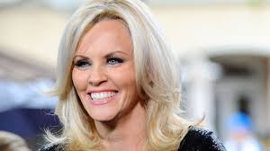 does jenny mccarthy have hair extensions so long blonde jenny mccarthy is now a brunette beauty