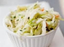 cuisiner le chou chinois recette salade croquante au chou chinois et fruits secs femininbio