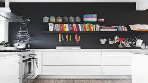 cuisine mur noir un mur noir dans une cuisine blanche c est tendance house