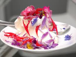 les fleurs comestibles en cuisine recette glace à la vanille et fleurs des chs cuisine
