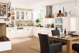 küche landhaus küchenzeile landhausstil weiß ambiznes