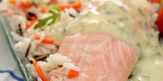 cuisiner un filet de saumon filet de saumon sauce légère au citron et riz mélangé facile et pas