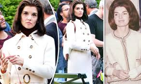 kennedy camelot katie holmes looks unrecognisable as jackie kennedy on set of