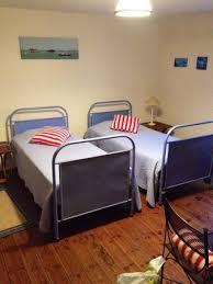 chambre d hote du jardin montendre des lits qui rappellent le dortoir des écoliers photo de chambres