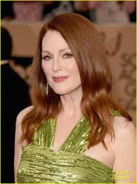 julianne moore julianne moore is gorgeous in green at sag awards 2016 photo