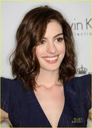 curly hair medium length hairstyles wavy angled collarbone skimming anne hathaway hair and beauty