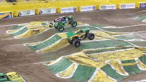 grave digger 30th anniversary monster truck toy grave digger vs dragon monster jam monster truck racing final