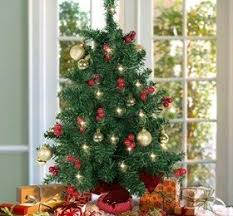 Decorating A Tabletop Christmas Tree by Tabletop Christmas Decorations U2039 Decor Love