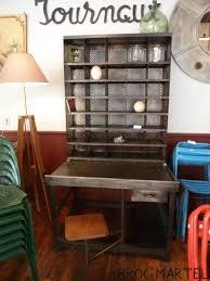 bureau tri postal bureau de tri postal en métal décapé avec siège incorporé boutique