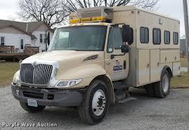 2005 international durastar 4300 personnel transport truck