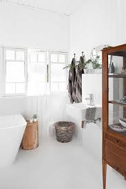 Small White Bathroom Ideas Best 25 Modern White Bathroom Ideas On Pinterest Modern