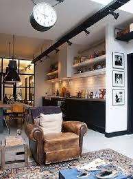 cuisine a l americaine cuisine vintage blanche et noir à l américaine avec fauteuil