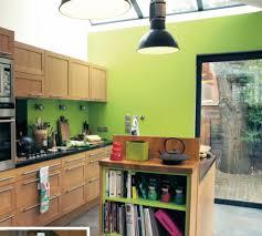 cuisine coloré un mur coloré dans la cuisine vert anis bois cuisine