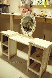 Diy Makeup Vanity Chair Best 25 Little Vanity Ideas On Pinterest Little Girls