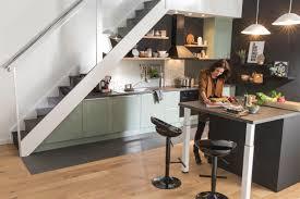 cuisine pratique cuisine pratique sous l escalier cuisine rangement cuisine