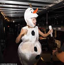 Olaf Costume Taylor Swift Dresses As Olaf And Sings Let It Go With Idina Menzel