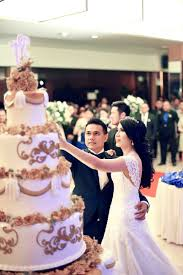 wedding cake kelapa gading electric blue and yellow colors for rickson and febriyani s