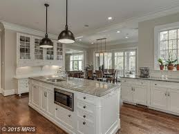 traditional kitchen with l shaped u0026 crown molding in chevy chase