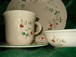 thanksgiving dishware christmas dishes pfaltzgraff winterberry dinnerware set of 4