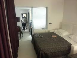 sagittario a letto il letto matrimoniale con il divano letto foto di hotel