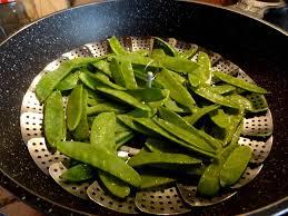comment cuisiner des pois gourmands salade de pois gourmands aux châtaignes la tendresse en cuisine