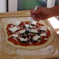 cuisiner une pizza fiche technique comment garnir une pizza maison toutes les