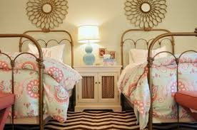 comment amenager une chambre pour 2 quelques astuces pour décorer une chambre pour deux filles