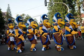 Bio Bandung djarum badminton bio mascot greets bandung on car free day
