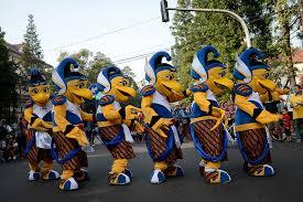 Bio Di Bandung djarum badminton maskot bio sapa masyarakat bandung di car free day