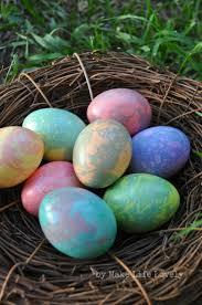 easy marbled easter eggs tutorial make life lovely