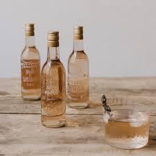 www petit mariage entre amis fr cadeaux invités personnaliser des petites bouteilles de rosé