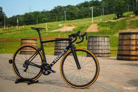 how to dress pro cyclingtips 2018 specialized s works tarmac sl6 first look cyclingtips