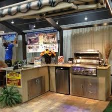Small And Simple Outdoor Kitchen Design Near Swimming Pool - Simple outdoor kitchen