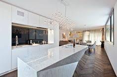 wohnideen minimalistische bar weißer naturstein in der küche minimalistische küche