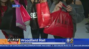 black friday shopping at woodfield mall