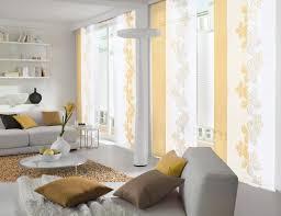 Wohnzimmer Deko Gelb Weißer Und Gelber Flächenvorhang Im Wohnzimmer Gardinen
