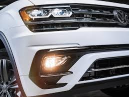 volkswagen atlas sel volkswagen expands the 2018 atlas lineup with sporty r line option