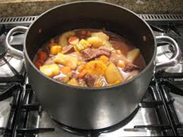 cuisiner des saucisses fum馥s ragoût de pomme de terre aux saucisses fumées recettes de cuisine