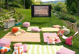Backyard Movie Party Ideas by It U0027s Getting To Be That Time Of Year For An Outdoor Movie Party