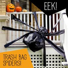 eek trash bag spiders fun and inexpensive halloween decor