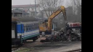 carrozze treni treno deragliato e demolizione carrozze ferroviarie