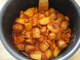 cuisiner des boulettes de viande goulash aux boulettes de viande cuisiné au délicook bienvenue chez moi