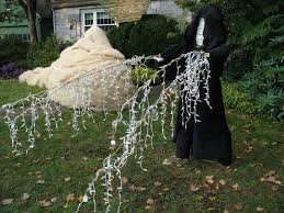 Star Wars Decorations Star Wars Made Entirely Out Of Scarecrows Wins Best Halloween Lawn