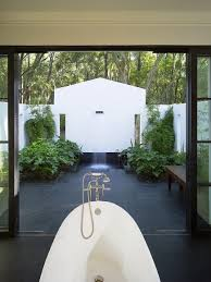 10 breathtaking outdoor bathroom designs that you gonna love